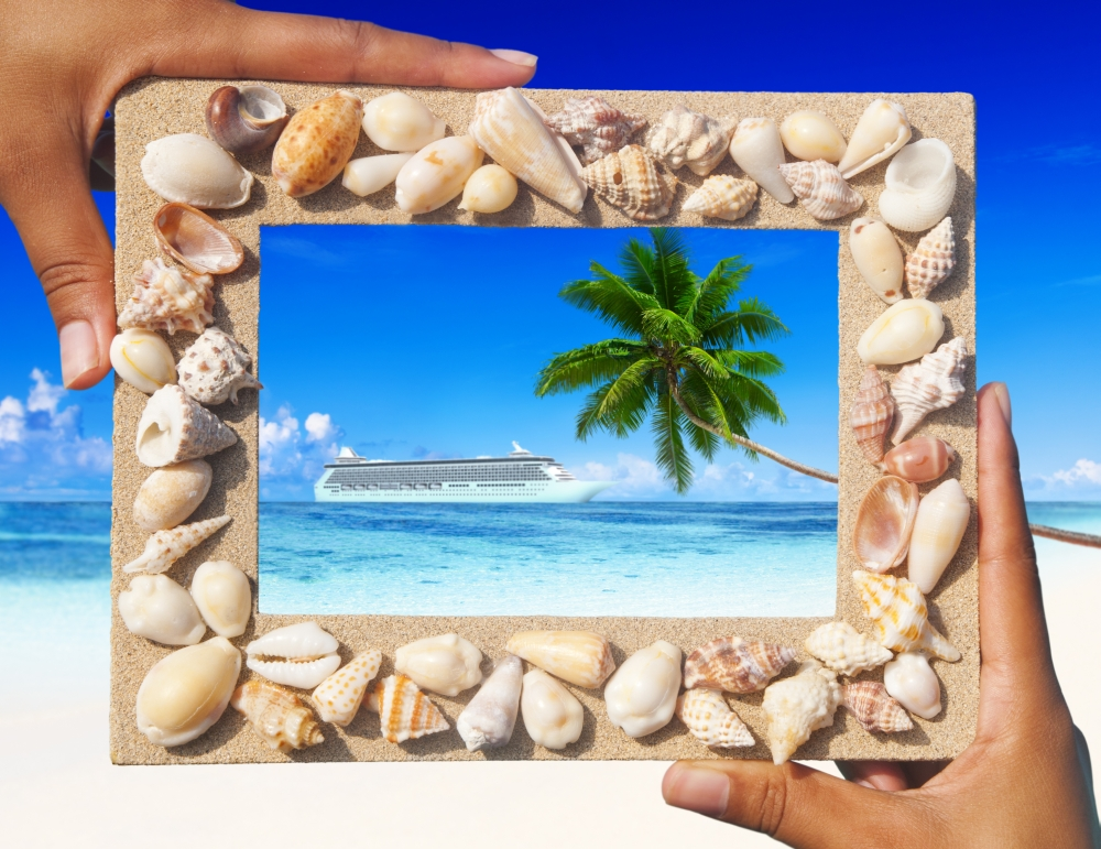 bigstock-Sand-frame-with-cruise-on-the--79435210