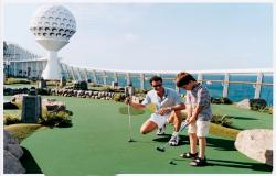 Navigator of the Seas - Royal Caribbean International - mini golf na lodi