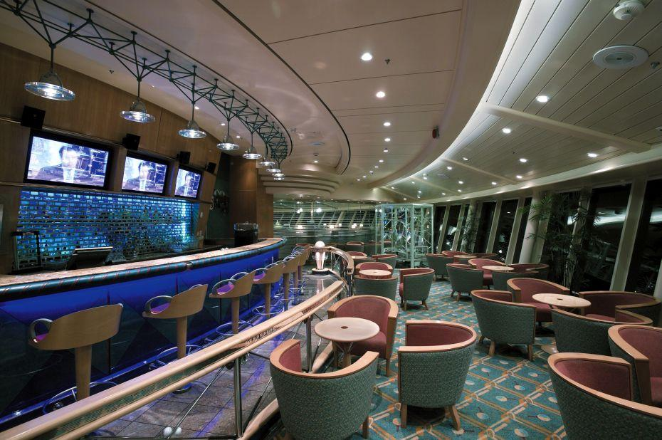 Explorer of the Seas - Royal Caribbean International - elegantní bar na lodi