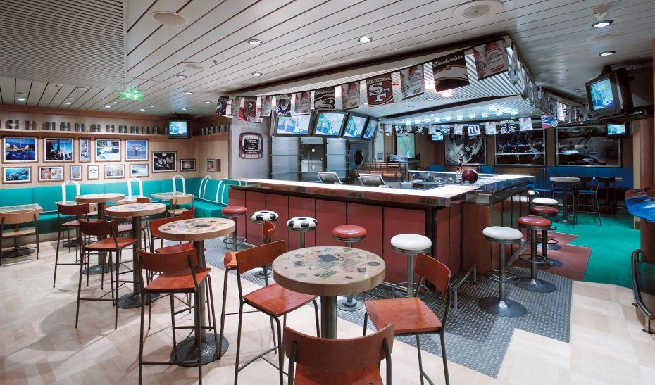 Explorer of the Seas - Royal Caribbean International - bar ve vnitřku lodi