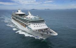 Splendour of the Seas - Royal Caribbean International - pohled na horní palubu lodi